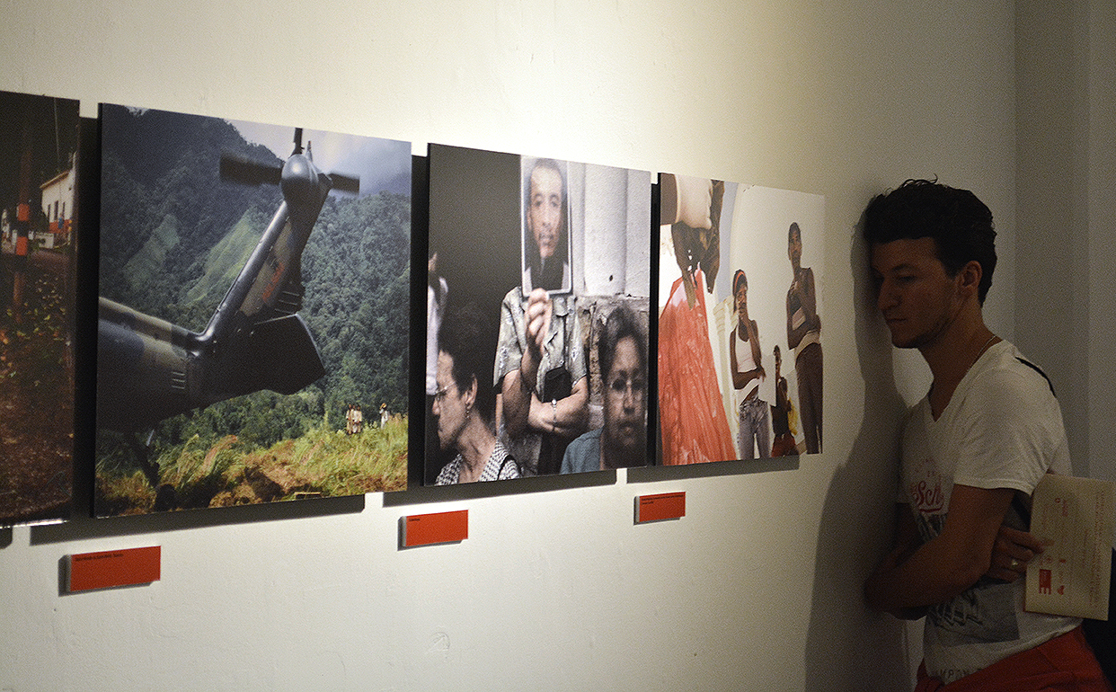 """Exhibición """"Convenciones de Ginebra: 150 años defendiendo el Derecho Internacional Humanitario"""" en Medellín"""